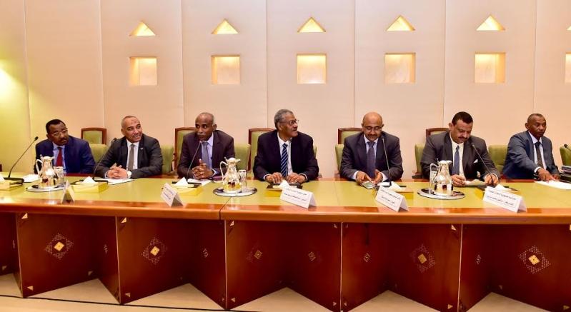 أمير منطقة الرياض يجتمع بوالي ولاية الخرطوم بجمهورية السودان25