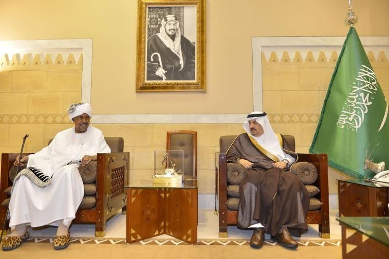 أمير منطقة الرياض يجتمع بوالي ولاية الخرطوم بجمهورية السودان3