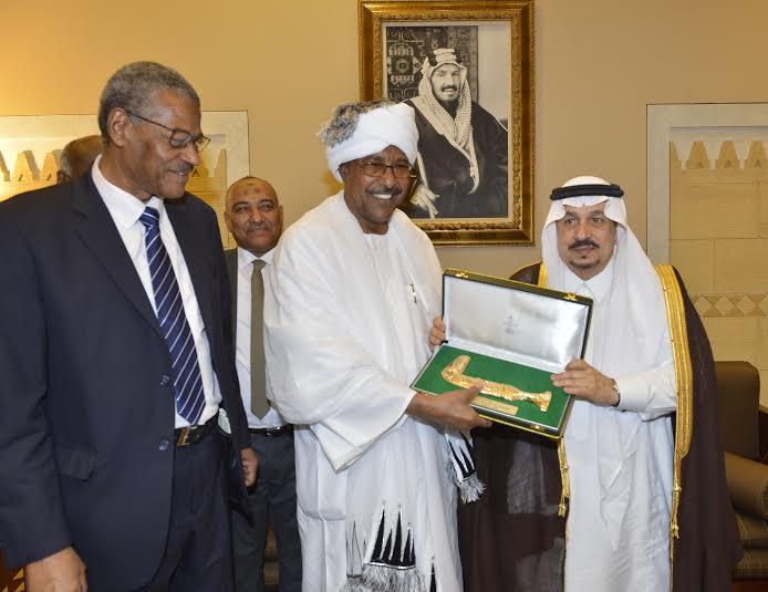 أمير منطقة الرياض يجتمع بوالي ولاية الخرطوم بجمهورية السودان32