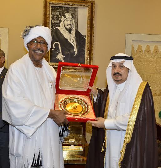 أمير منطقة الرياض يجتمع بوالي ولاية الخرطوم بجمهورية السودان34