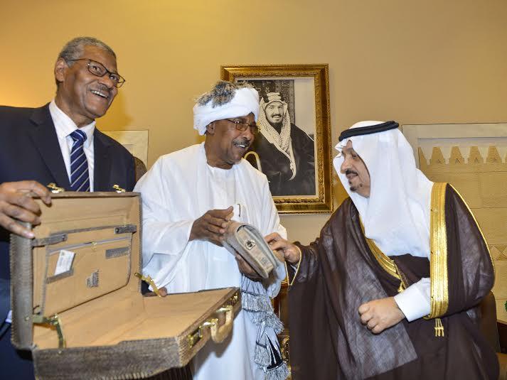 أمير منطقة الرياض يجتمع بوالي ولاية الخرطوم بجمهورية السودان35