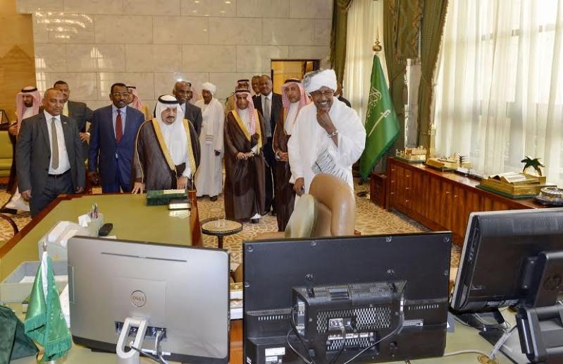 أمير منطقة الرياض يجتمع بوالي ولاية الخرطوم بجمهورية السودان36