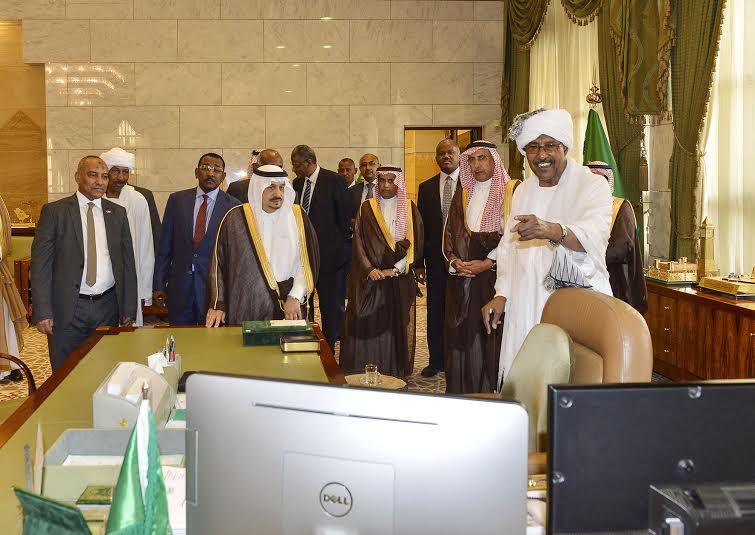 أمير منطقة الرياض يجتمع بوالي ولاية الخرطوم بجمهورية السودان37