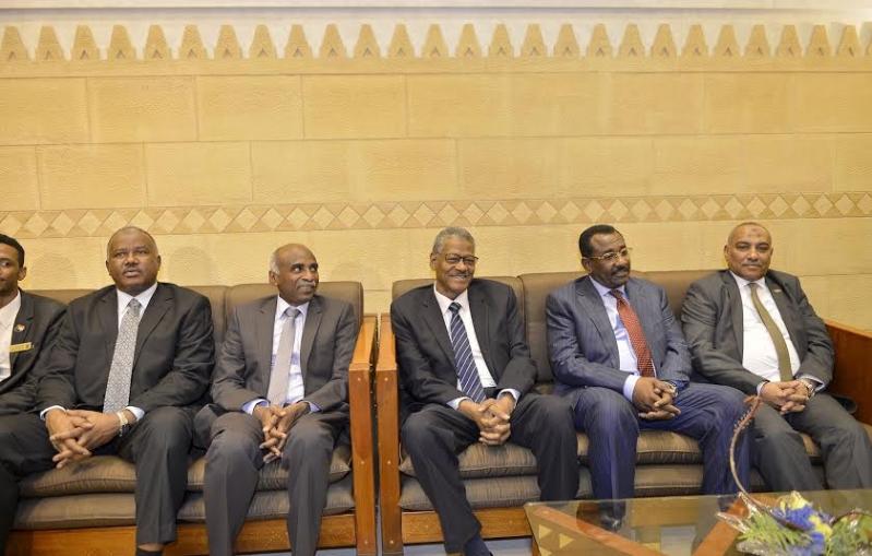 أمير منطقة الرياض يجتمع بوالي ولاية الخرطوم بجمهورية السودان5