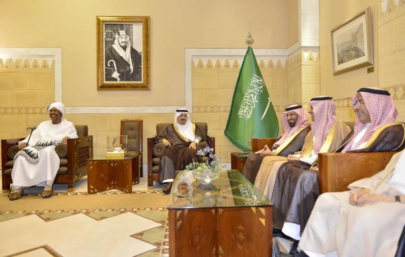 أمير منطقة الرياض يجتمع بوالي ولاية الخرطوم بجمهورية السودان7