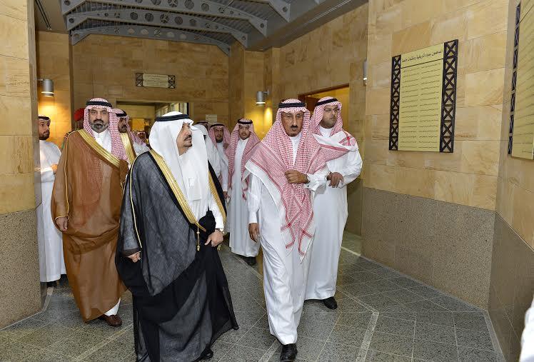 أمير منطقة الرياض يزور دارة الملك عبدالعزيز بمركز الملك عبد العزيز التاريخي بالمربع10