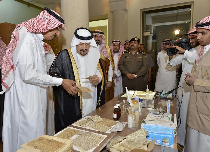 أمير منطقة الرياض يزور دارة الملك عبدالعزيز بمركز الملك عبد العزيز التاريخي بالمربع12