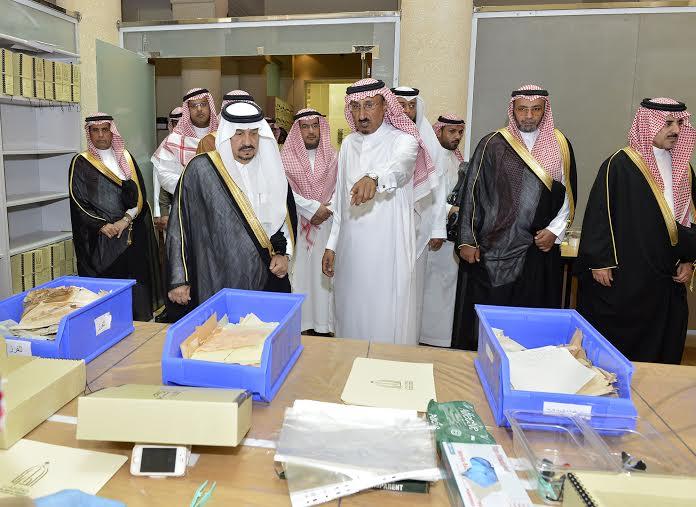 أمير منطقة الرياض يزور دارة الملك عبدالعزيز بمركز الملك عبد العزيز التاريخي بالمربع14