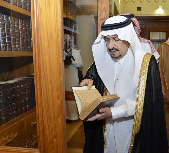 أمير منطقة الرياض يزور دارة الملك عبدالعزيز بمركز الملك عبد العزيز التاريخي بالمربع19