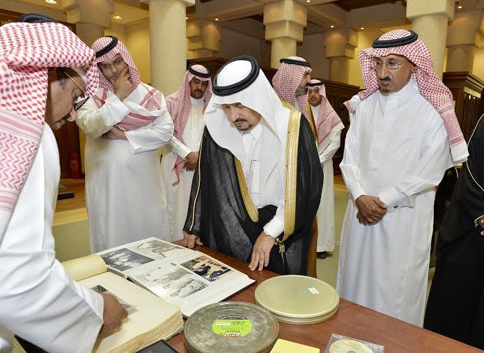 أمير منطقة الرياض يزور دارة الملك عبدالعزيز بمركز الملك عبد العزيز التاريخي بالمربع21