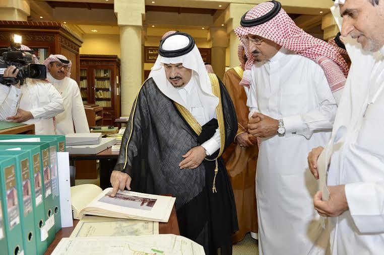 أمير منطقة الرياض يزور دارة الملك عبدالعزيز بمركز الملك عبد العزيز التاريخي بالمربع22