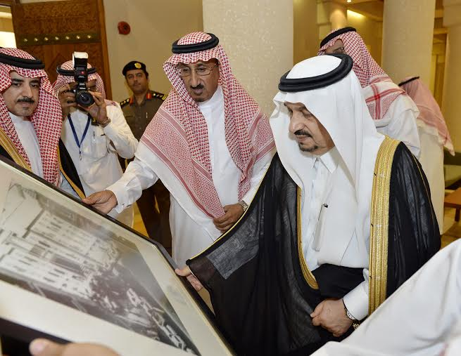 أمير منطقة الرياض يزور دارة الملك عبدالعزيز بمركز الملك عبد العزيز التاريخي بالمربع23