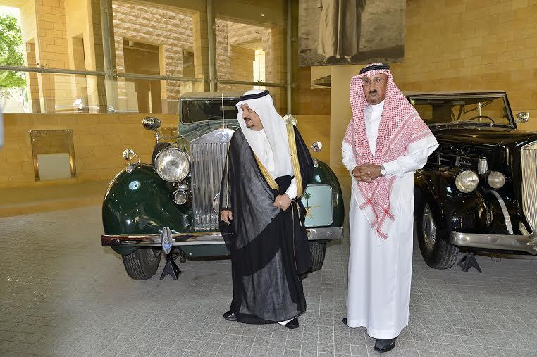 أمير منطقة الرياض يزور دارة الملك عبدالعزيز بمركز الملك عبد العزيز التاريخي بالمربع29