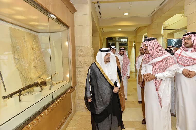 أمير منطقة الرياض يزور دارة الملك عبدالعزيز بمركز الملك عبد العزيز التاريخي بالمربع3
