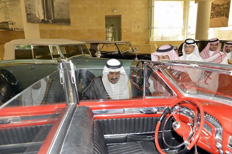 أمير منطقة الرياض يزور دارة الملك عبدالعزيز بمركز الملك عبد العزيز التاريخي بالمربع30