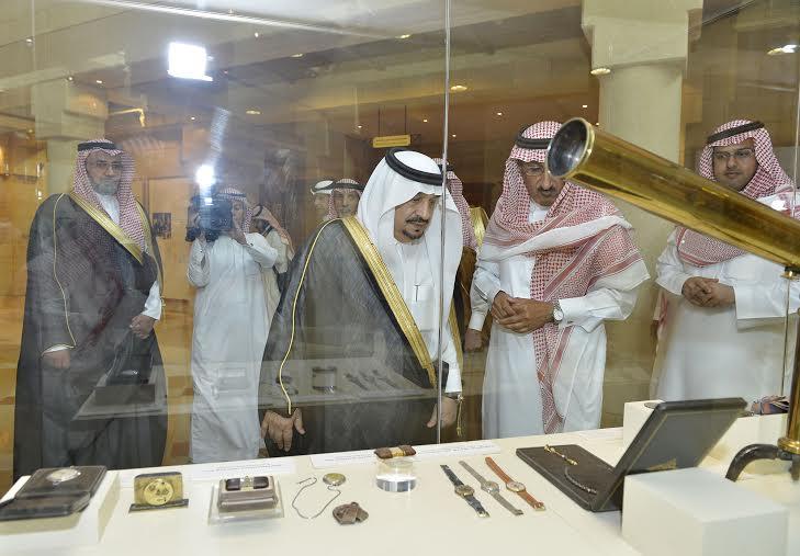 أمير منطقة الرياض يزور دارة الملك عبدالعزيز بمركز الملك عبد العزيز التاريخي بالمربع6