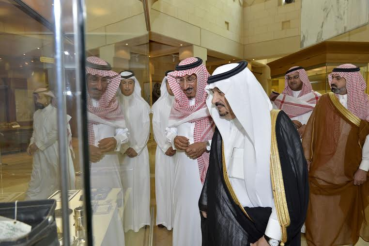 أمير منطقة الرياض يزور دارة الملك عبدالعزيز بمركز الملك عبد العزيز التاريخي بالمربع7