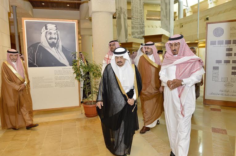 أمير منطقة الرياض يزور دارة الملك عبدالعزيز بمركز الملك عبد العزيز التاريخي بالمربع9