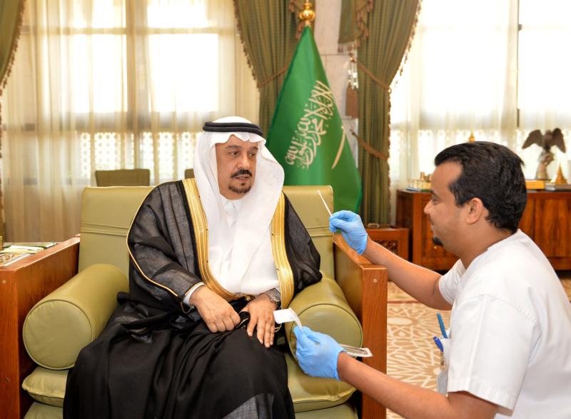 أمير منطقة الرياض يعلن انضمامه إلى سجل التبرع بالخلايا الجذعية (175372997) 