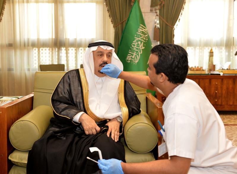 أمير منطقة الرياض يعلن انضمامه إلى سجل التبرع بالخلايا الجذعية (175372998) 