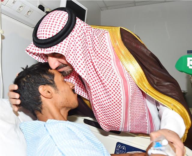 أمير نجران للجنود المصابين (4)