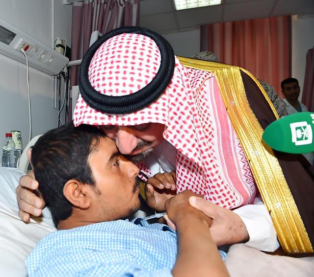 أمير نجران للجنود المصابين (5)