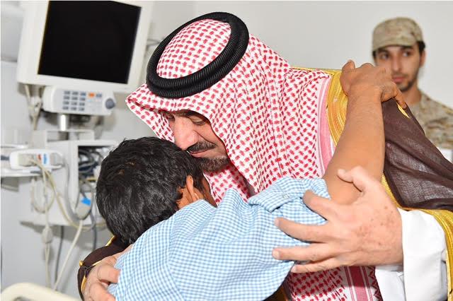 أمير نجران للجنود المصابين (6)