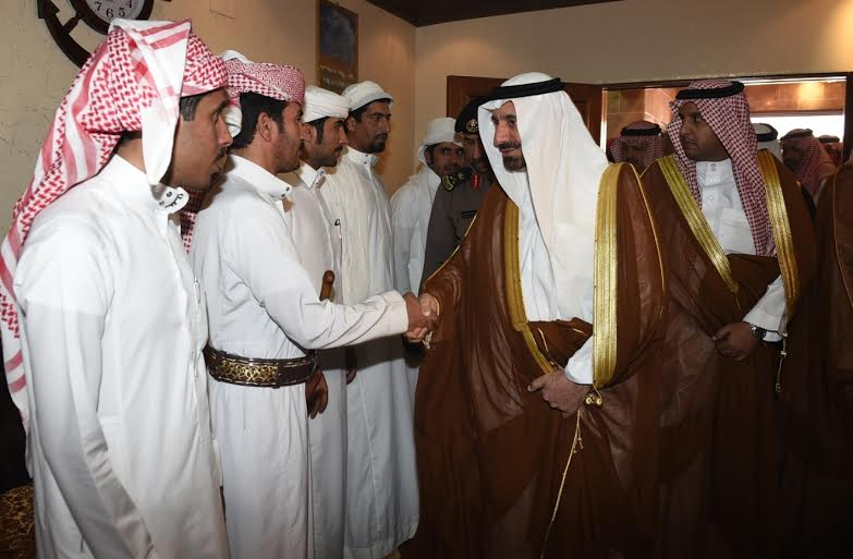 أمير نجران ينقل تعازي القيادة لأسرة الشهيد آل سنان2