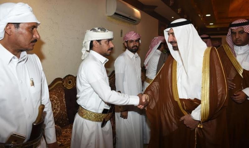 أمير نجران ينقل تعازي القيادة لأسرة الشهيد آل سنان3