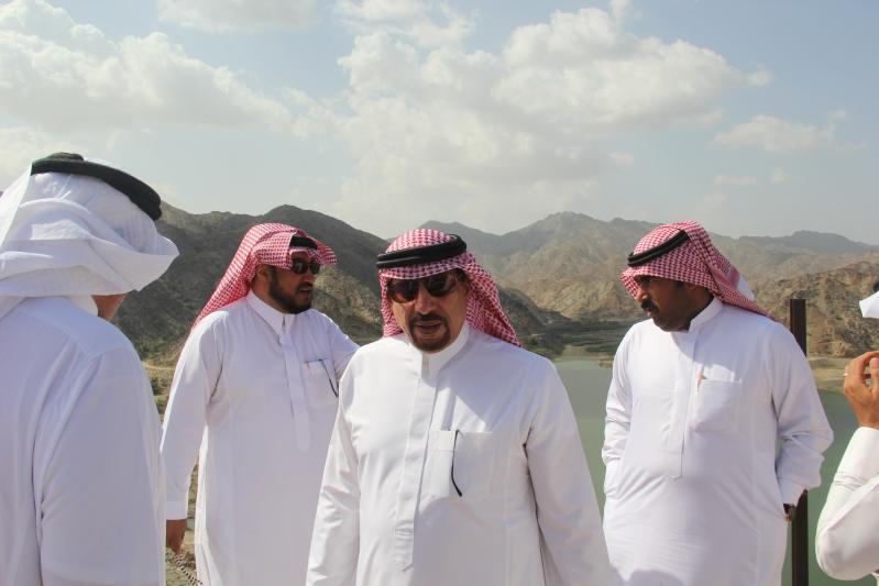 أمين عسير يتفقد الأعمال البلدية بمركز مربة (2)