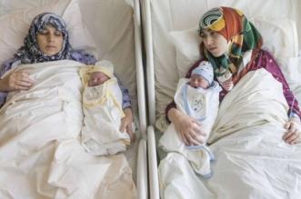 لأول مرة في العالم.. أم وابنتها تنجبان في نفس اللحظة - المواطن