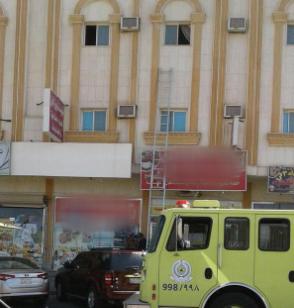 أنقذ مدني تبوك شخصًا احتجزته النيران1