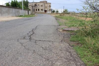 أهالي قرية المسلم  طريقنا متهالك منذ 23 عام بمحايل عسير (62892669) 