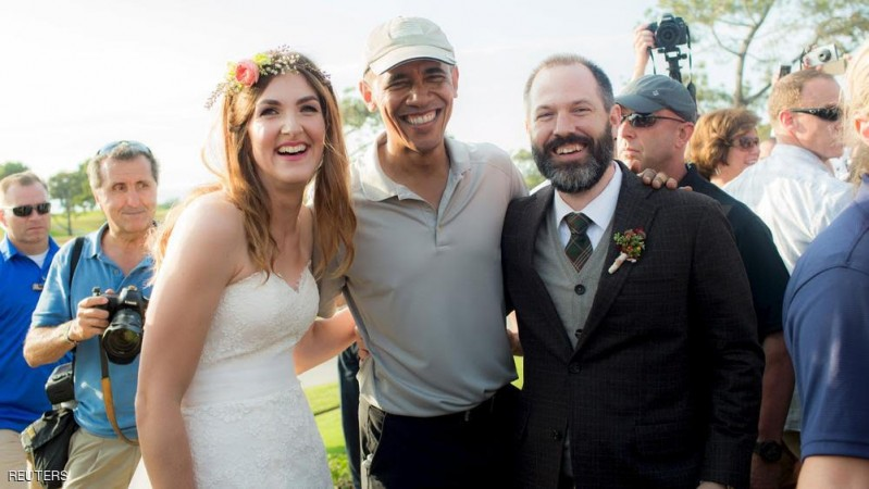 Stephanie Mirkin (L) and Brian Tobe (R) are pictured with U.S. President Obama Obama during their wedding at The Lodge at Torrey Pines in La Jolla, California October 11, 2015. President Barack Obama played an unexpected starring role in a Southern California wedding over the weekend when he ended a round of golf and posed for photos with a bride and groom.  REUTERS/Jeff Youngren/Handout via Reuters ATTENTION EDITORS-  NO SALES. NO ARCHIVES. FOR EDITORIAL USE ONLY. NOT FOR SALE FOR MARKETING OR ADVERTISING CAMPAIGNS. THIS IMAGE HAS BEEN SUPPLIED BY A THIRD PARTY. IT IS DISTRIBUTED, EXACTLY AS RECEIVED BY REUTERS, AS A SERVICE TO CLIENTS. MANDATORY CREDIT      TPX IMAGES OF THE DAY