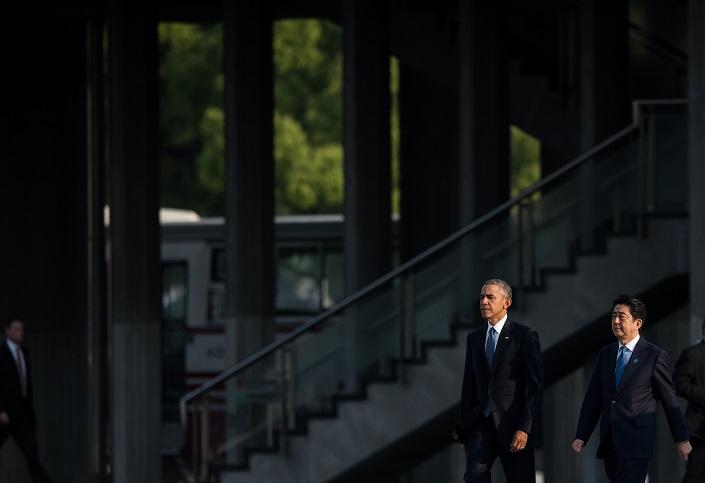 أوباما يكسر الحظر ويزور موقع أول تفجير نووي شهده العالم (1) 