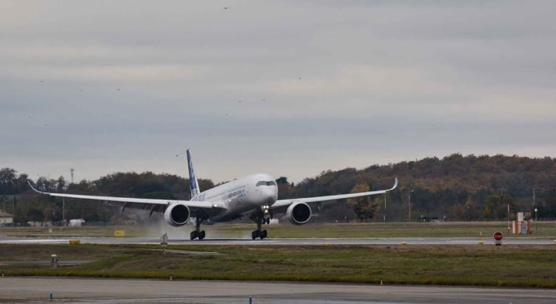 أول رحلة اختبارية لطائرة إيرباص A350-10002