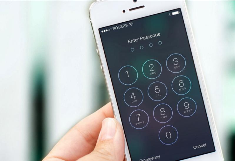 بالصور.. تحذير لمستخدمي أيفون.. مشكلة بانتظارك إذا لم تقم بتغيير رمز حماية الهاتف الآن