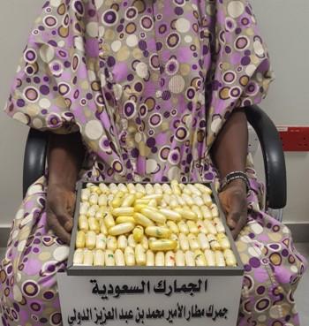 إحباط تهريب 1.256 جرام كوكائين بأحشاء راكب بمطار الأمير محمد بن عبدالعزيز بالمدينة