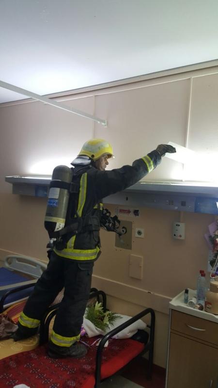 إخلاء مرضى مستشفى صامطة بعد انبعاث دخان (335145422) 