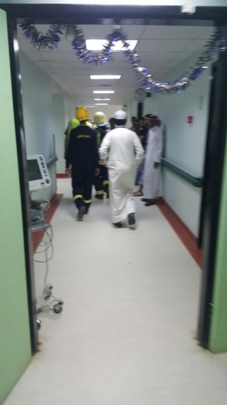 إخلاء مرضى مستشفى صامطة بعد انبعاث دخان (335145427) 