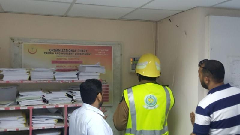 إخلاء مرضى مستشفى صامطة بعد انبعاث دخان (335145429) 