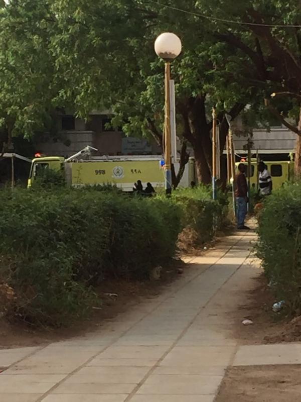 إخلاء مرضى مستشفى صامطة بعد انبعاث دخان (335145430) 