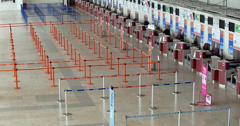 إخلاء مطار جون لينون في بريطانيا