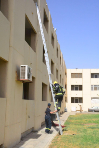 إخماد حريق بسكن مستشفى الملك خالد بحائل2