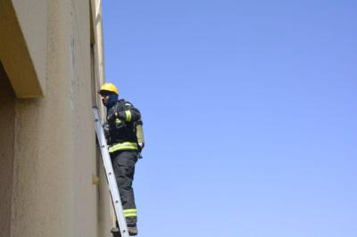 إخماد حريق بسكن مستشفى الملك خالد بحائل4