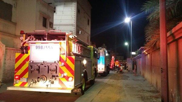إخماد حريق بمنزل شعبي بالقطيف بسبب التماس كهربائي (1)