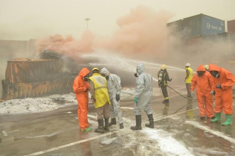 إخماد حريق حاويات ميناء جدة الإسلامي1