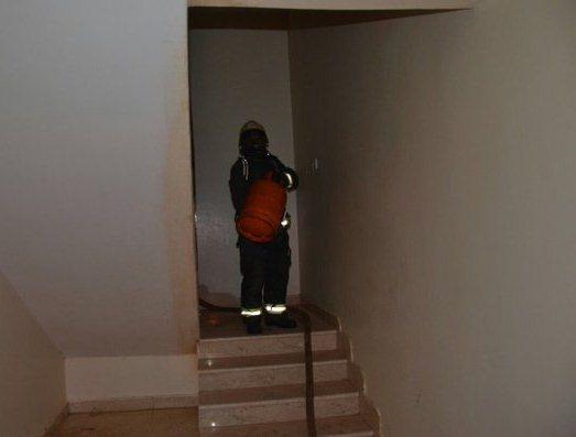 . إخماد حريق شقة بحي الفيصلية في سكاكا (1)