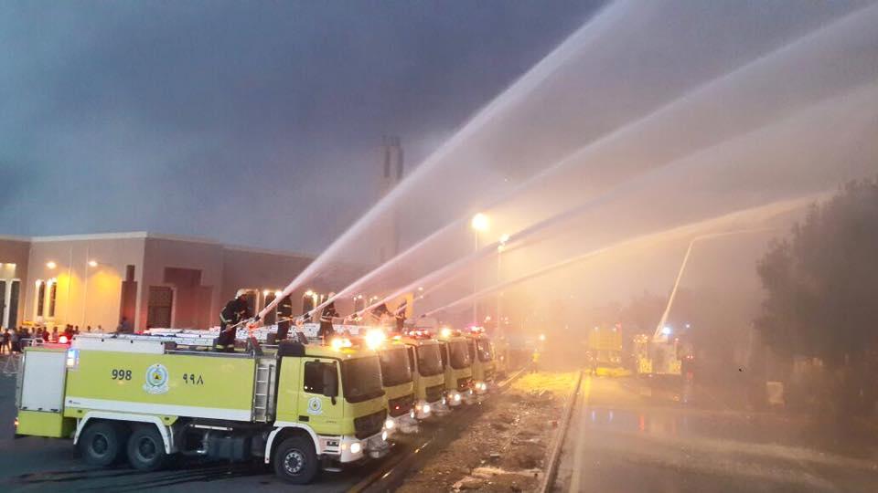 إخماد حريق مستودع للقطن في صناعية الشفا بالرياض (1)