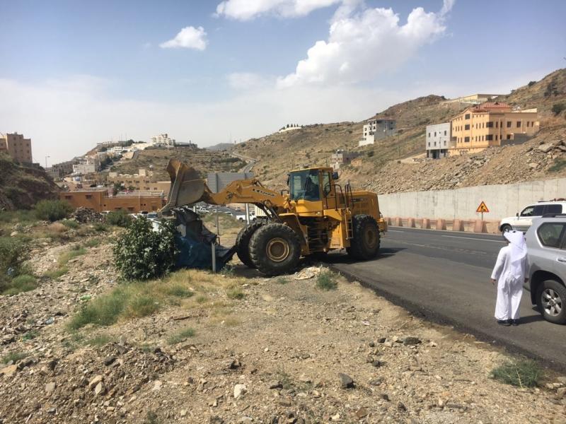 إزالة البسطات العشوائيّة بالطريق السياحيّ في سودة عسير (351539190) 